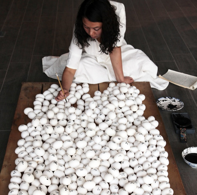 Tao Aimin, Ova, 2015, Installation-performance.
