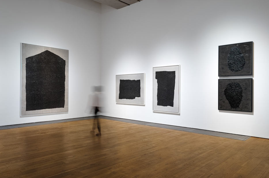 <p>Earth Roots: Yang Jiechang Paintings, 1985-1999 &#22320;&#33033;&#65306;&#26472;&#35800;&#33485;&#32472;&#30011; 1985-1999</p>
